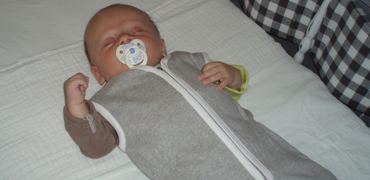 grijze baby slaapzak